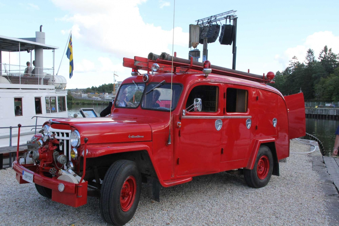Willys--57-red-w