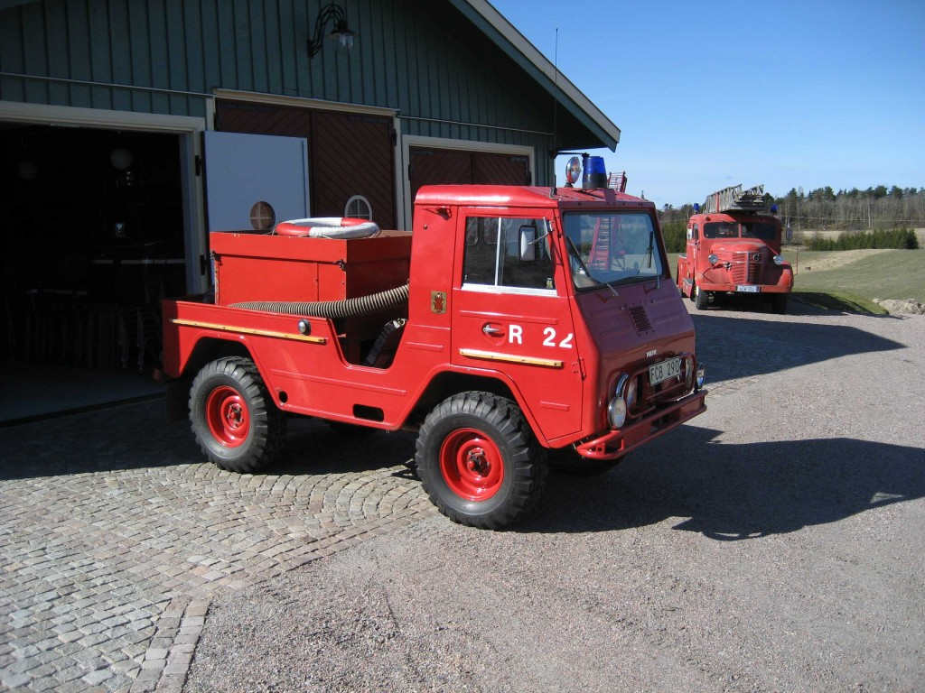 Volvo-jeep-3-red-w